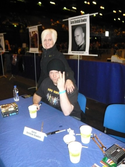 Here I'm ignoring the books I'm supposed to be signing, in favour of flicking the Vs at Dan Abnett, who took this photo.